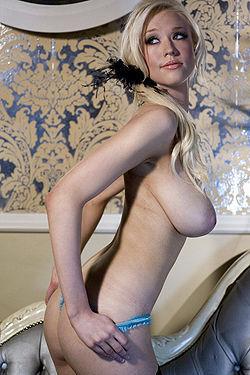 Busty Sophie Reade