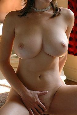 Big Titted Miriam Posing
