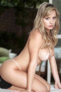 Luana Dos Santos Sweet Blonde