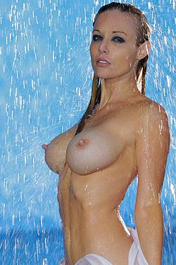 Kayden Kross Gets Wet