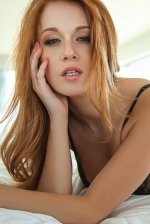 Smiley Redhead Beauty Leanna Decker 00