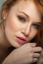 Smiley Redhead Beauty Leanna Decker 12