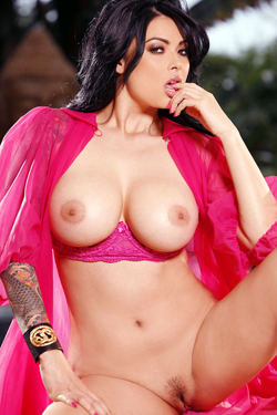 Tera Patrick Horny By Pool