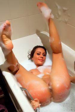Bubble Bath With Gina